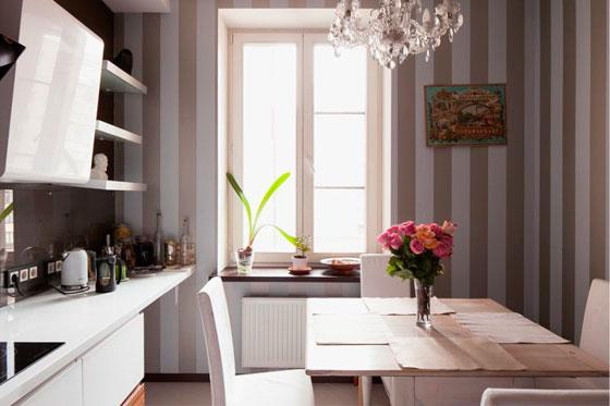 Полоска на кухне смотрится свежо