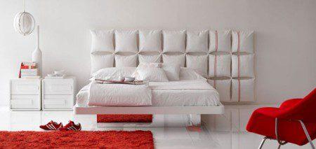 Кровать с необычным и творческим изголовьем