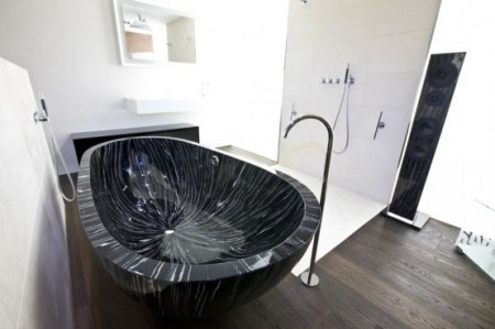 Современная деревянная ванна от Sasso