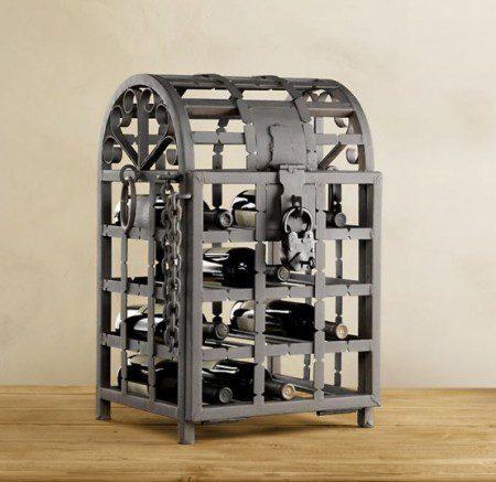 Металлический шкаф для вина