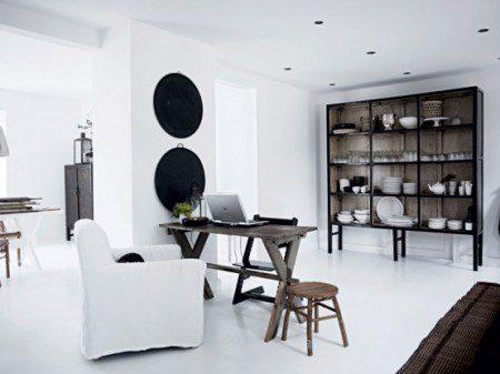Белый дизайн интерьера загородного дома