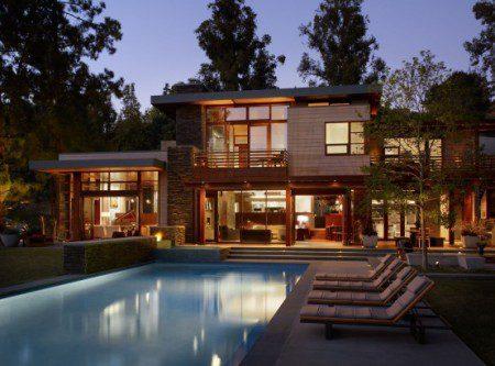 Дом не правильной формы с классным дизайном
