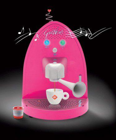 Современная кофе машина со встроенным радио