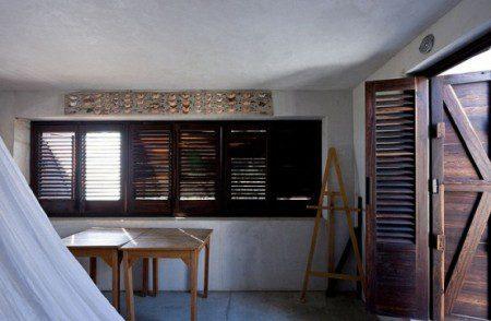 dom-s-bassejnom-na-kryshe-i-panoramnyj-vid-na-okrestnost-6