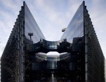 современное офисное здание