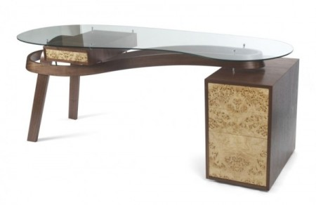 Письменный стол или кофейный столик