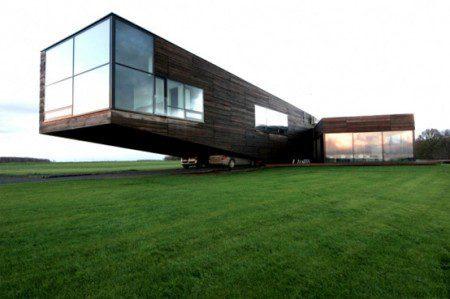 Семейный дом с большими окнами и практичным гаражом