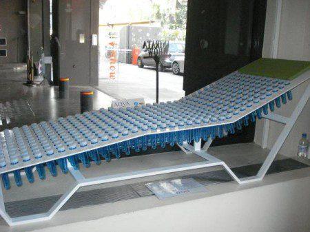 Стул, сделанный из форм для пластиковых бутылок: Милан 2010