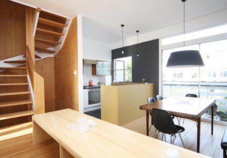 terrasnyj-dom-so-vstroennym-garazhom-i-bolshimi-oknami-7