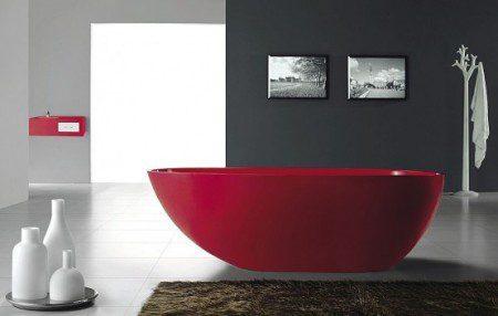 Великолепная красная свободностоящия ванна