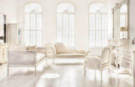 Бело-бежевый дизайн интерьера с использованием французской мебели
