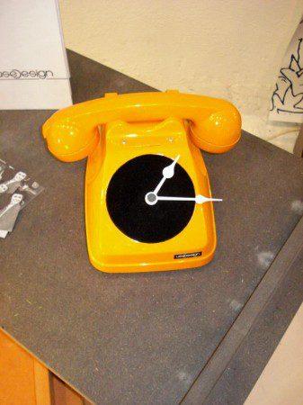 Дизайн часов в виде старого телефона, Милан 2010