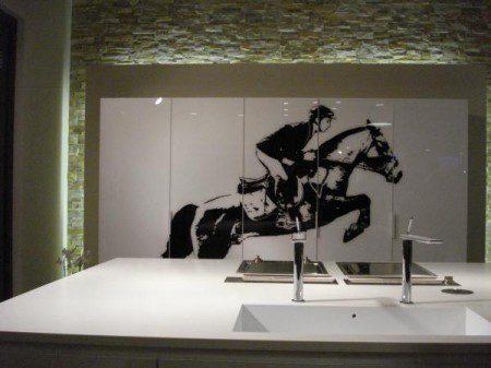 Дизайн интерьера кухни для любителей верховой езды