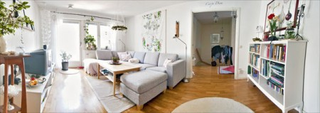 Contemporary-living-room-with-wood-floor-white-carpet-with-white-shelves-and-gray-sofa-set