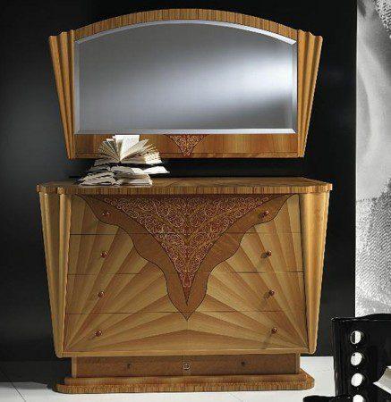 Красивый набор - шкаф и зеркало компании Карпанелли