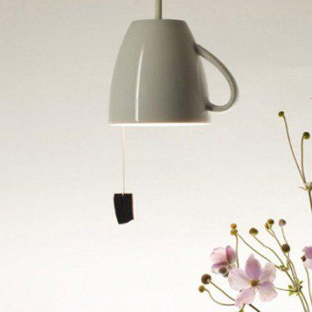 Светильник в виде перевернутой кружки чая