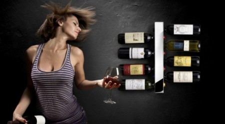Вертикальная стойка для вина, оригинально и легко устанавливается