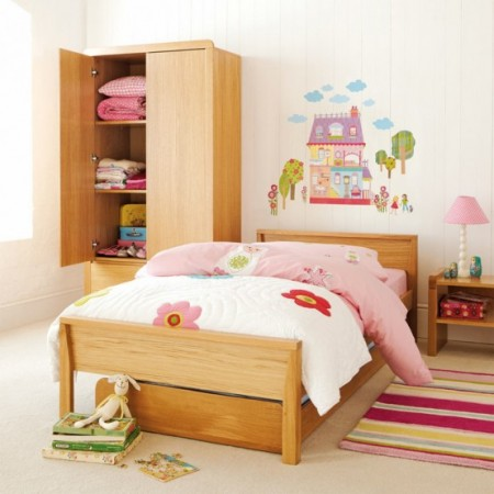 Декорируем детскую комнату с помощью настенных наклеек