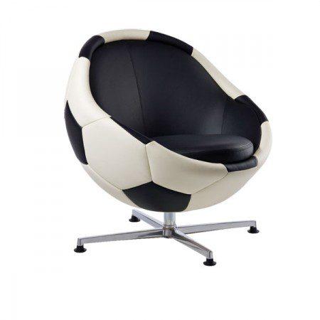 Кожаный стул в виде футбольного мяча от дизайнера Паоло Лиллуса