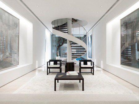 Эта современная и минималистская винтовая лестница находится в доме в Сингапуре дизайн Онг и Онг.