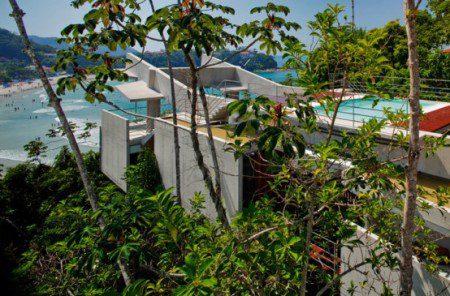 Тропический дизайн дом на крутом склоне от SPBR