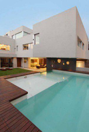 Удивительный дом с оригинальным бассейном