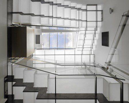 10 самых красивых лестниц из стекла
