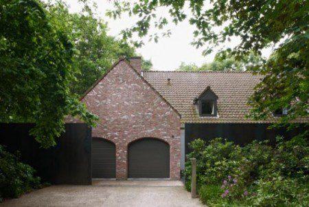 Кантри дом со стальным 3-х метровым забором