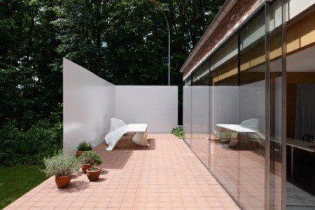kantri-dom-so-stalnym-3-x-metrovym-zaborom-3