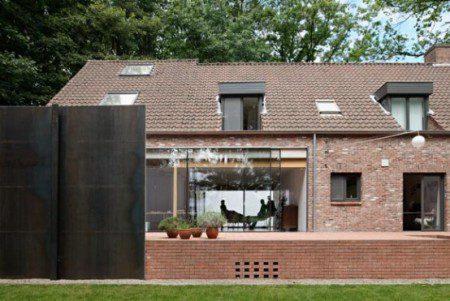 kantri-dom-so-stalnym-3-x-metrovym-zaborom-4