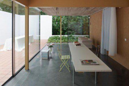 kantri-dom-so-stalnym-3-x-metrovym-zaborom-6