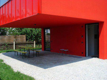 malenkij-dom-s-prostym-i-udobnym-dizajnom2