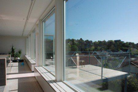 shvedskij-dom-s-bolshim-balkonom3