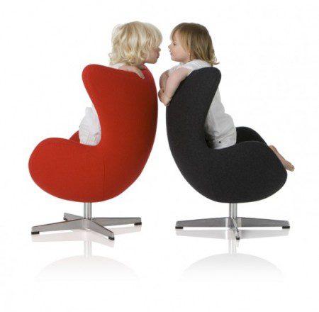 красный и черный детские стулья