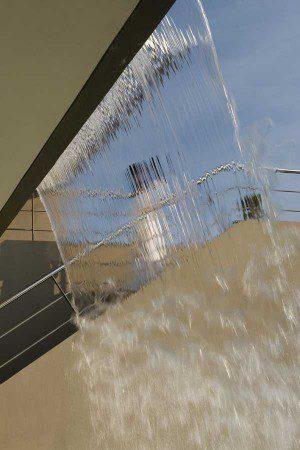 Дом с водопадом
