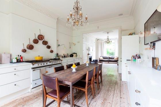 Интерьер столовой совмещенной с кухней