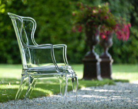 Элегантное прозрачное кресло