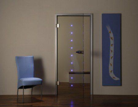 Прозрачная дверь со светодиодом