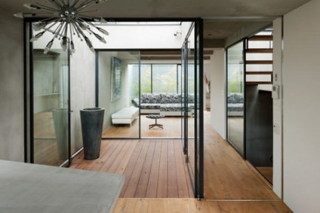Японский дом с площадкой на крыше