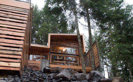 Очаровательный дом у озера