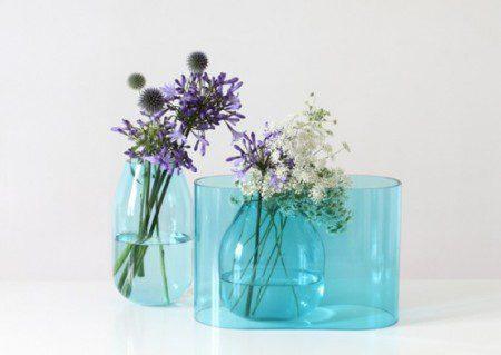 Прозрачная синяя ваза