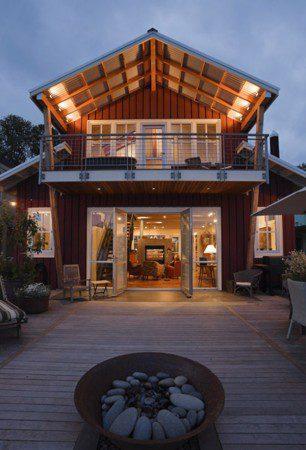 Впечатляющий дом на воде
