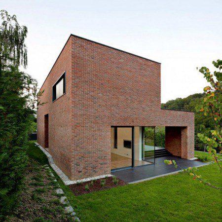 Впечатляющий кирпичный дом