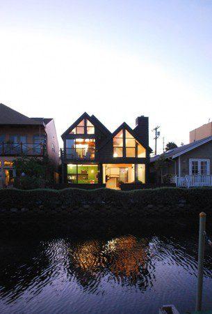 Яркий и прохладный дом
