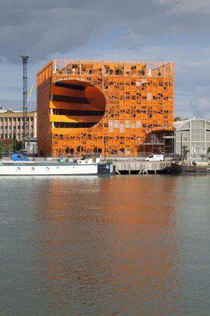 Гигантский куб с удивительной архитектурой