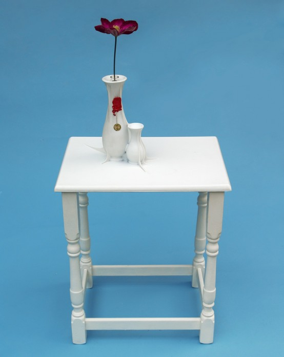 Интересный белый столик