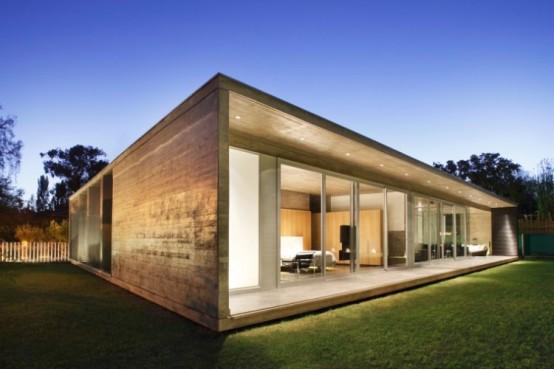 Красивый дом с двором
