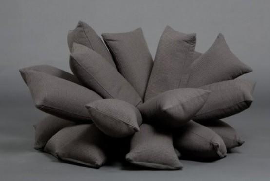 Необычный диван, созданный из подушек