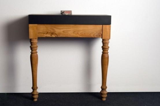 Стол, выполненный в античном стиле