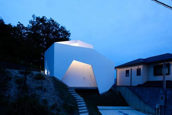 Асимметричный дом в Японии